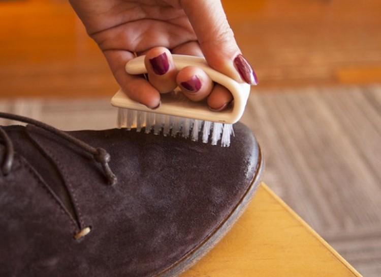 Как почистить замшевую обувь в домашних условиях. Видео 47