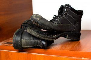 Как убрать запах плесени с обуви