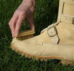 Почистить замшевую обувь в домашних условиях: лучшие способы ✔