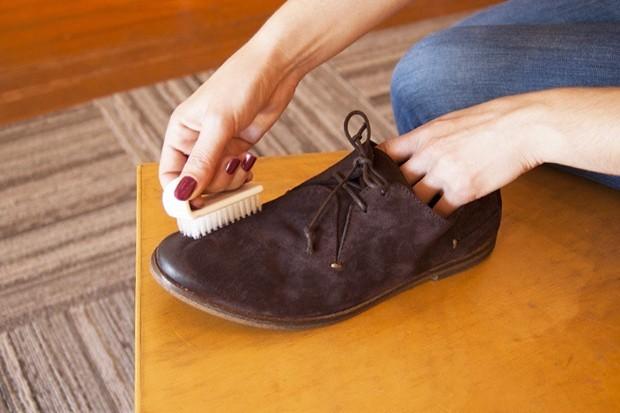 Как в домашних условия чистить замшевую обувь