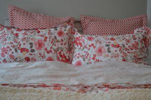 Как часто нужно менять постельное белье дома