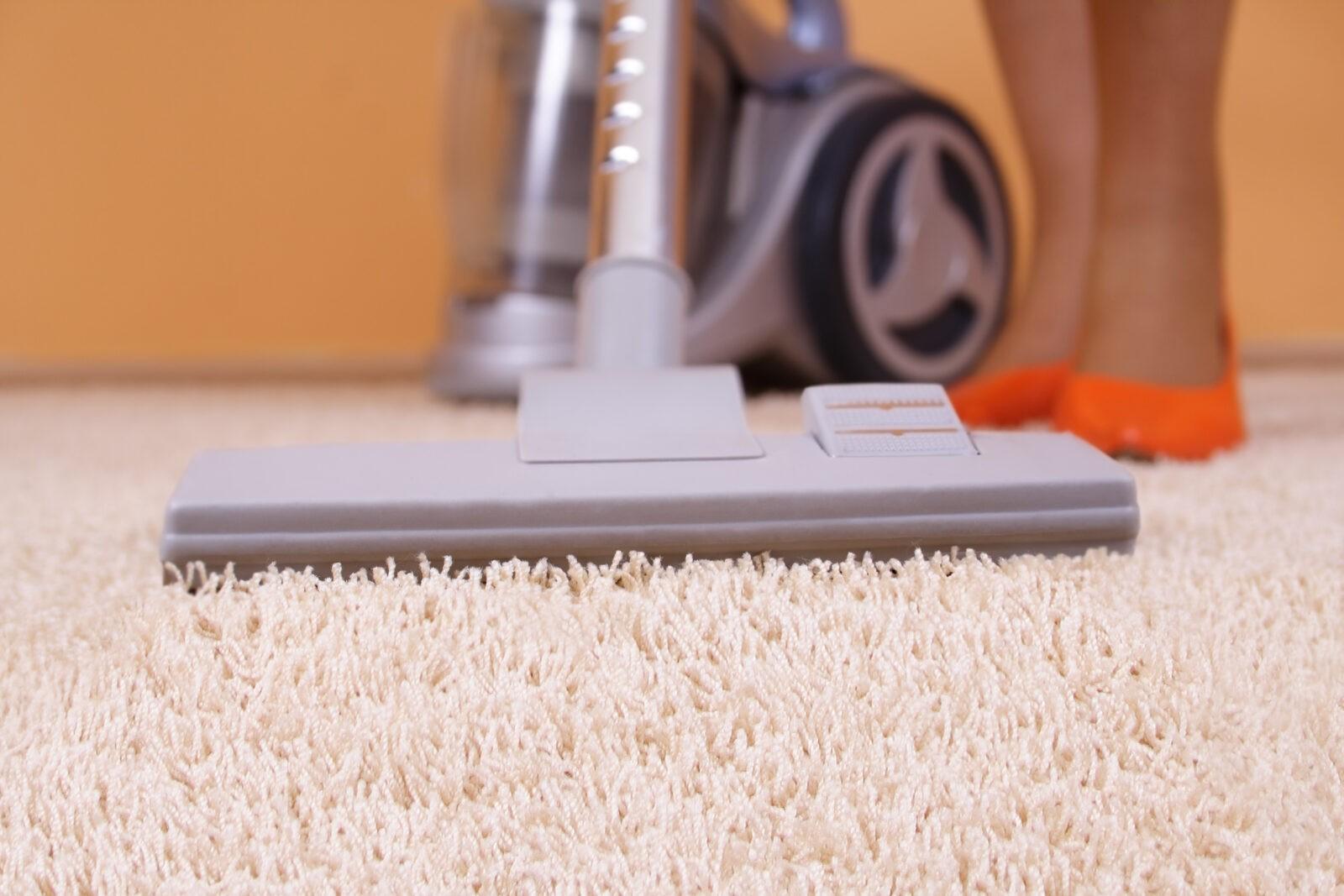 Как почистить ковролин в домашних условиях, не снимая с пола