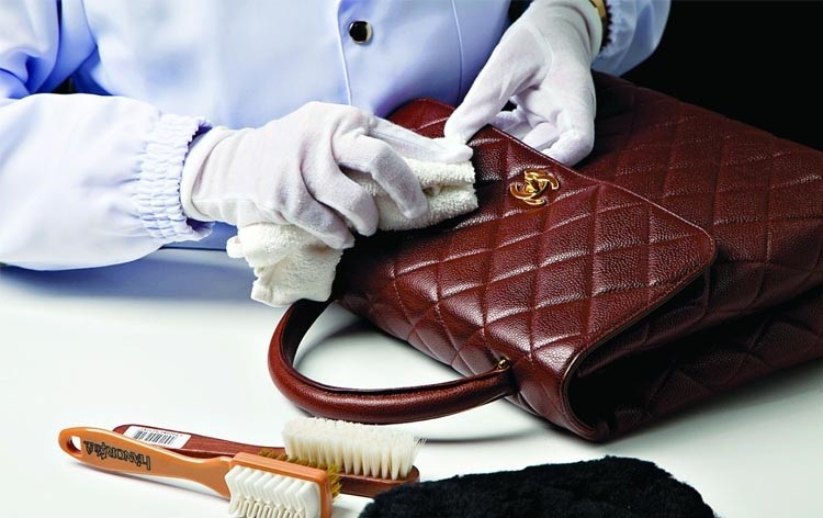 7956b817f2d9 Как почистить кожаную сумку в домашних 🏘 условиях от загрязнений