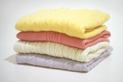 как убрать катышки с одежды с шерстяных вещей и с пальто